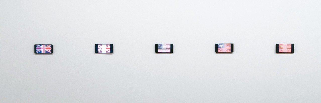 透過「雙重曝光」,展望想呈現國與國之間的微妙關係。 記者陳立凱/攝影