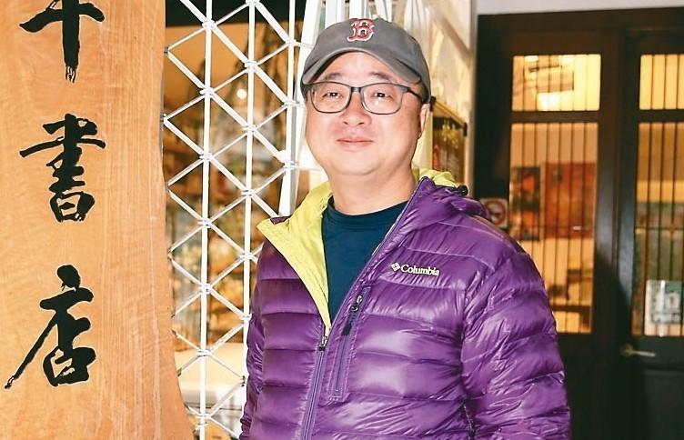 接任民進黨祕書長一職的羅文嘉,昨天低調在水牛書店現身。 記者許正宏/攝影