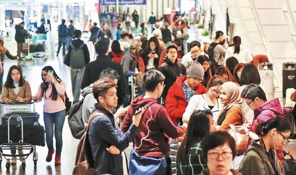 桃園國際機場公司今天表示,在9天春節連假的加持下,截至18日止,民航局已核定加班...