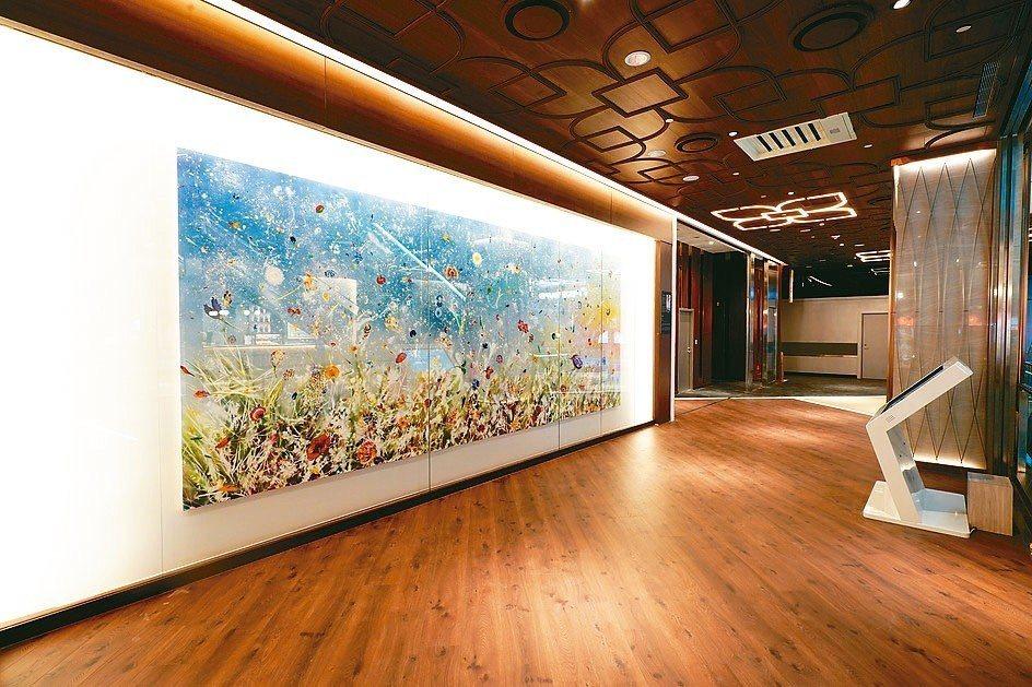 熱愛藝術品的微風集團策略長廖曉喬,將她對藝術的喜好與商場精準結合,甫開幕的微風南...