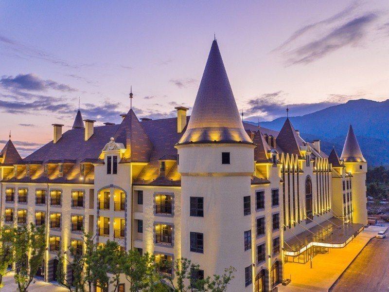 瑞穗春天酒店鉅資建造「鎮店之『堡』」,讓人宛如罝身歐洲。 天成飯店集團/提供