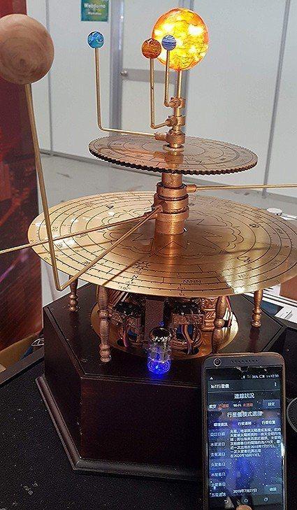 元智研發物聯網多功能行星儀。 元智大學/提供