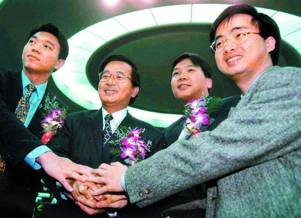 前總統陳水扁(左二)的親信馬永成(右二)、林錦昌(左一)、羅文嘉(右一)。 聯合...