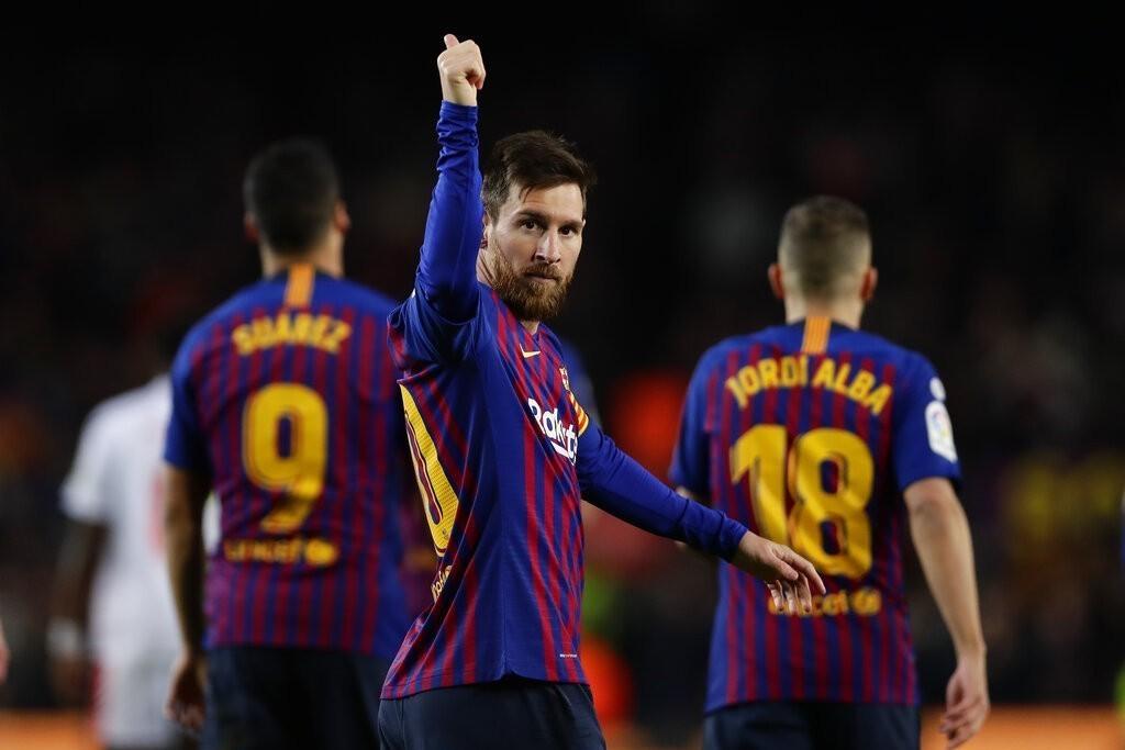 阿根廷足球巨星梅西今天攻進他在西甲的第400個進球,成為西甲史上首位達成400球...