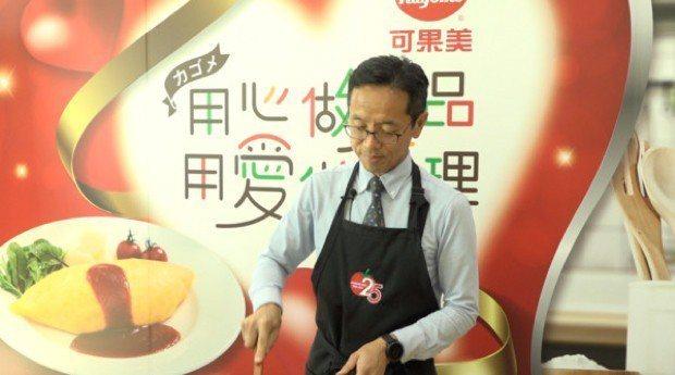 ▲ 可果美的每位員工都要能做出可口美味的蛋包飯,展現職人精神,就連董事長也不例外...