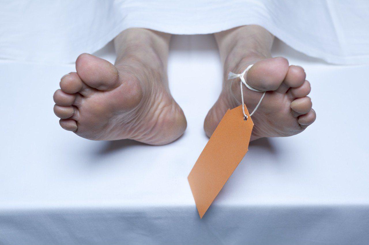 示意圖。俄羅斯一名62歲阿嬤日前在聚會昏倒被警方宣判死亡,遺體送往停屍間處理,沒...