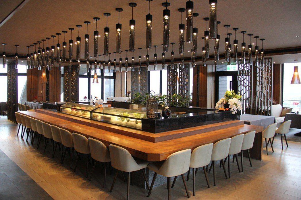 村却日式餐廳的裝潢以多面屏風為「樹木」,呼應餐廳「森林」的設計理念。 村却國際溫...