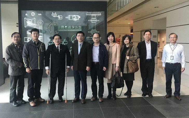 中國科大教師團拜會台灣高鐵合影。 校方/提供