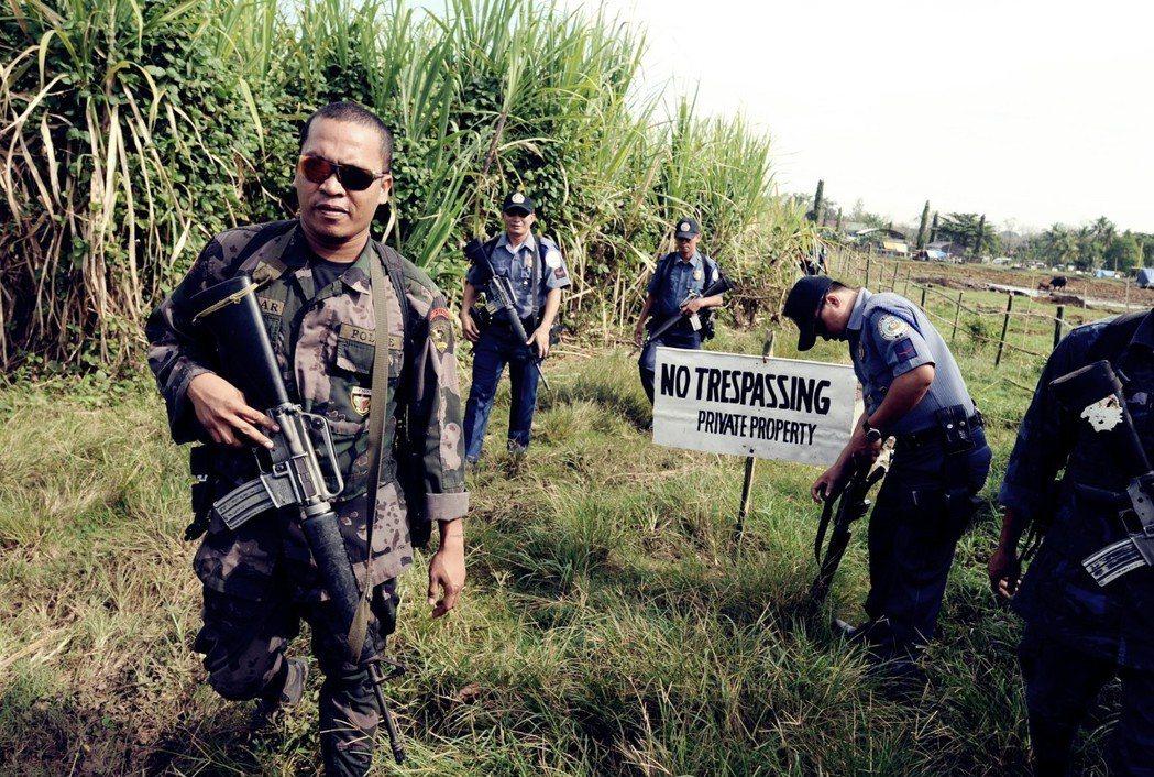 「MO32會允許國安勢力威嚇異議者、社運人士與不同意杜特蒂政策的反對者,並使他們...