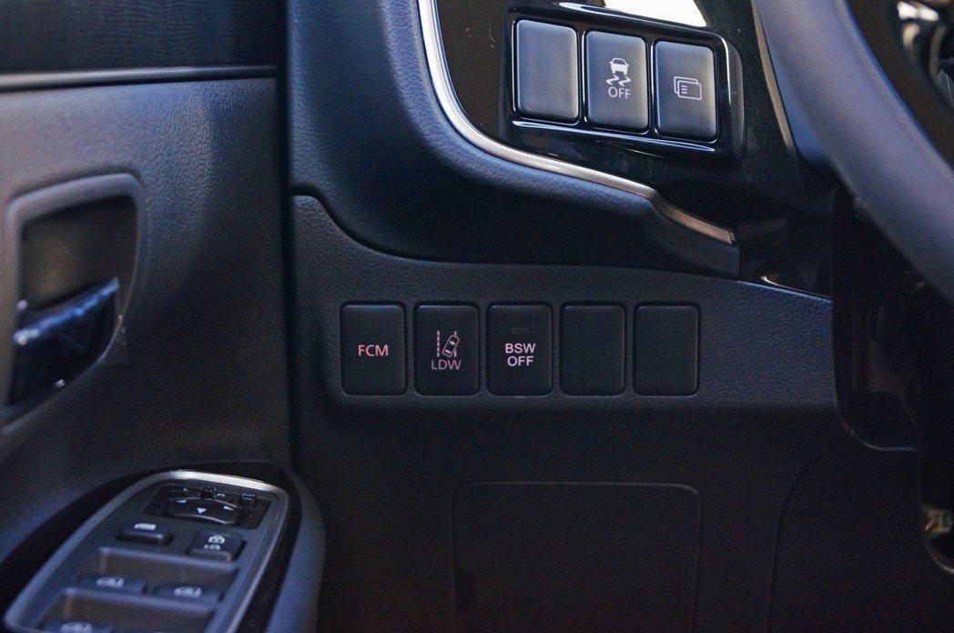 Outlander有著三合一盲點、車道偏移、FCM主動煞車輔助等配備。 記者趙駿...