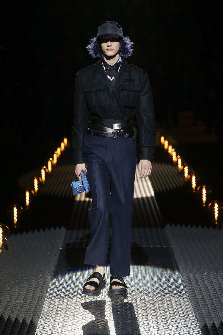 多圈式的皮帶設計,貫穿整個系列,不論男、女裝皆能看到。圖/PRADA提供