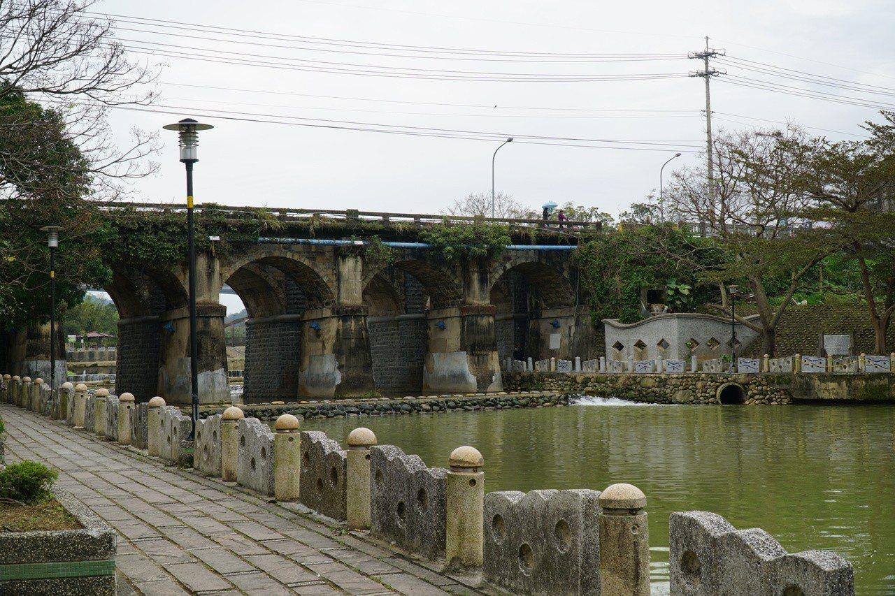 新竹縣關西牛欄河親水公園,東安古橋是許多攝影師熱愛攝影的點。圖/縣府提供