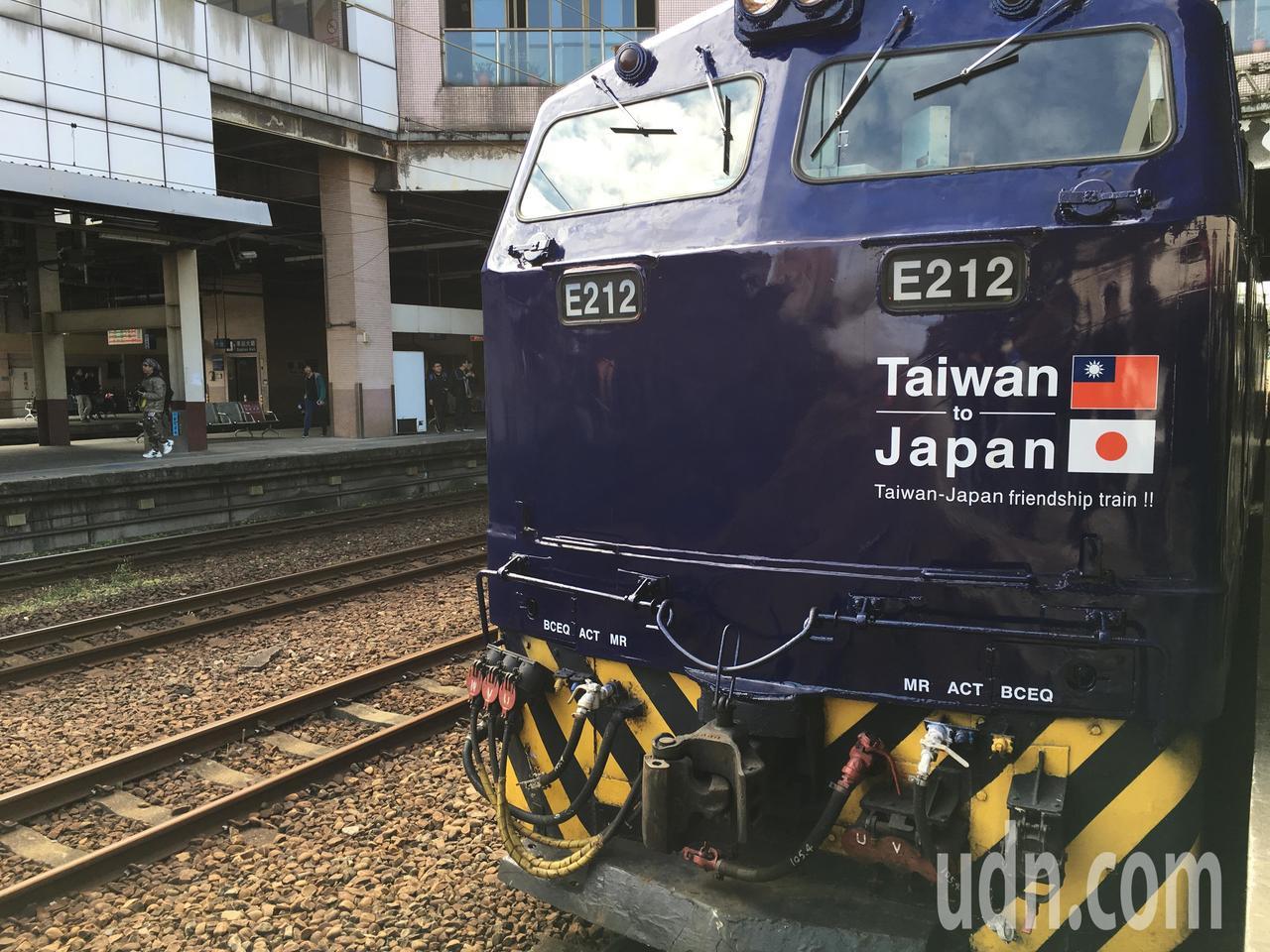 日本南海電鐵與台鐵合作,推出彩繪列車「台日友誼號」。記者吳姿賢/攝影