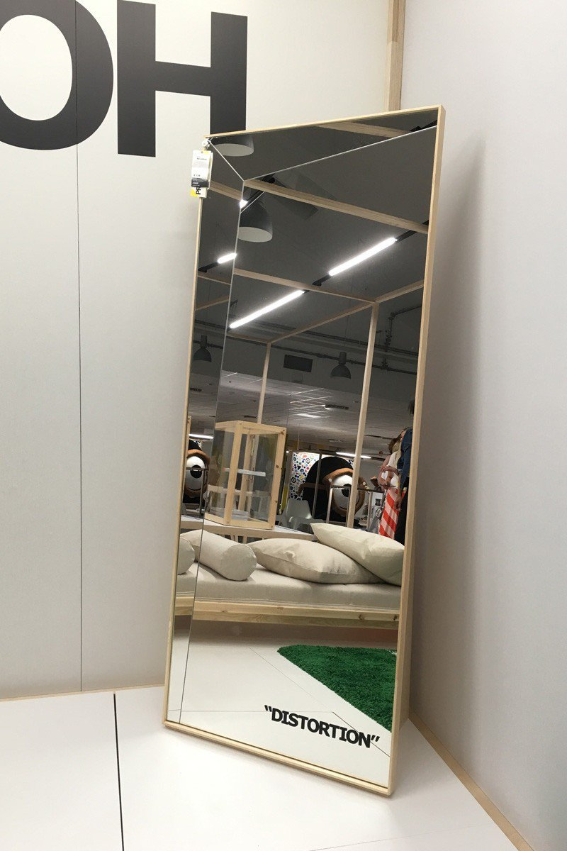 OFF-WHITE X IKEA 幾何造型的全身鏡售價183美元,約台幣5,65...