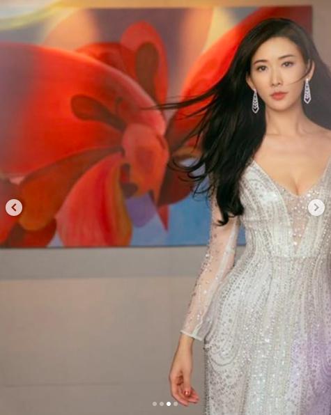 林志玲出席「微博之夜2018」的裝扮。圖/摘自IG