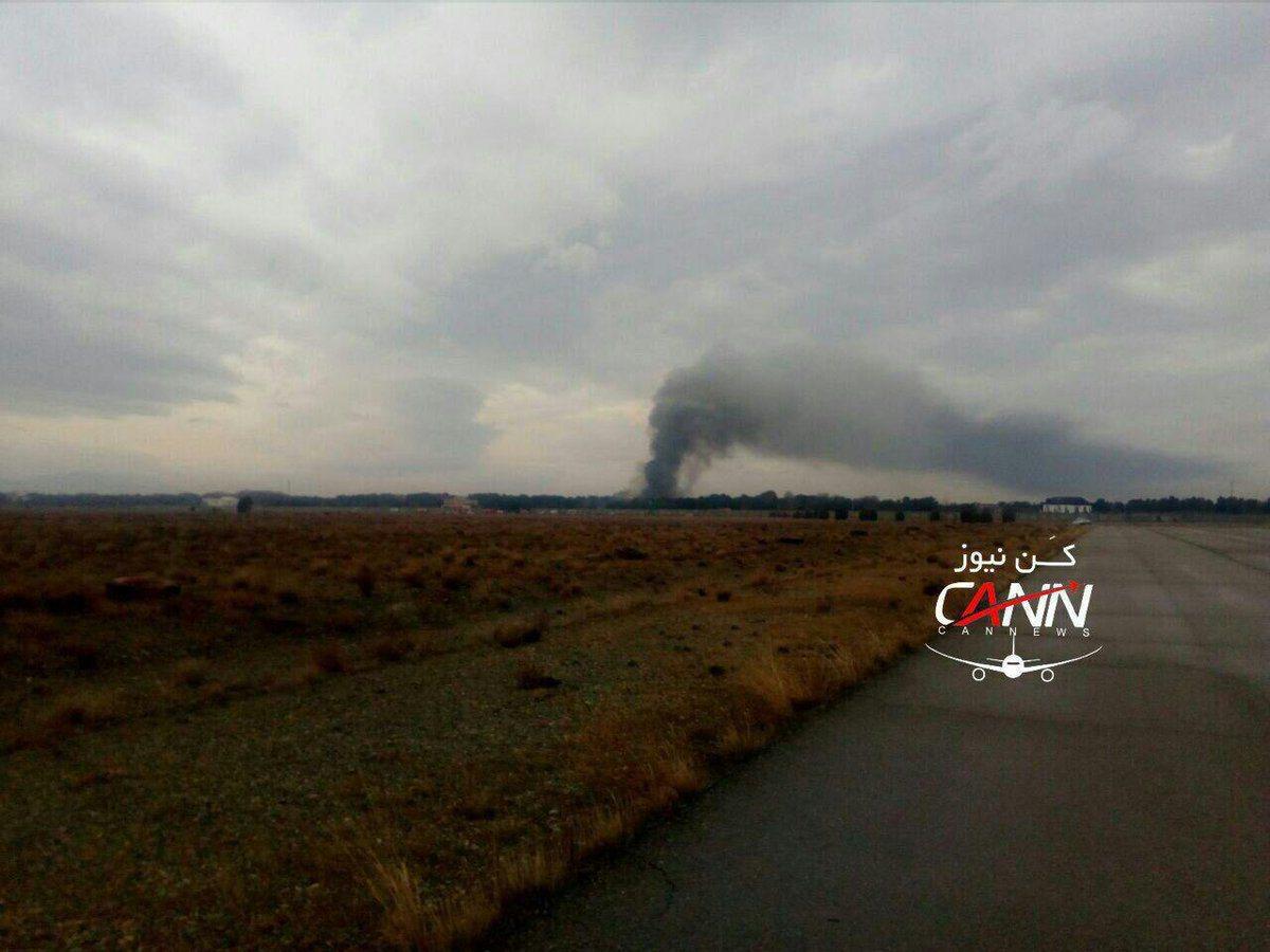 一架波音707貨機在伊朗首都德黑蘭附近的卡拉吉機場墜毀。取自推特