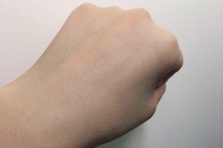 藍色妝前乳,讓妳的膚色透出自然光感不慘白。圖/摘自小紅書