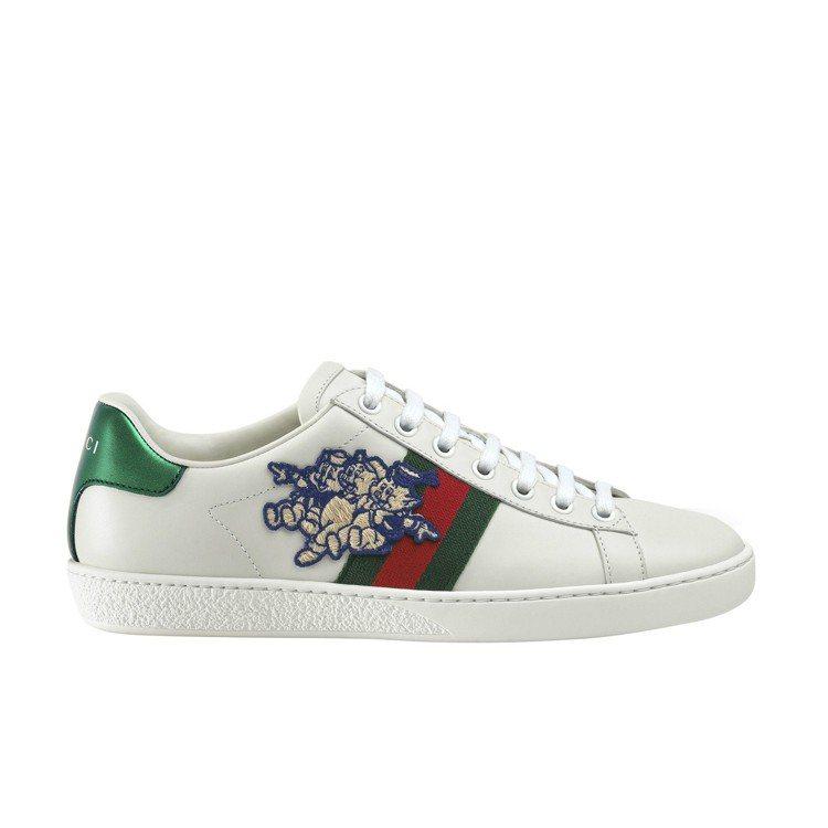 春節限定系列-三隻小豬刺繡球鞋,26,700元。圖/Gucci提供
