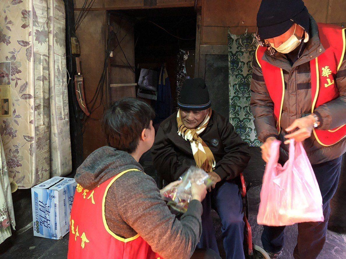 社福團體年節募款集遇「寒流」,華山基金會往年同期年菜僅募達7至8成集,現僅有五成...