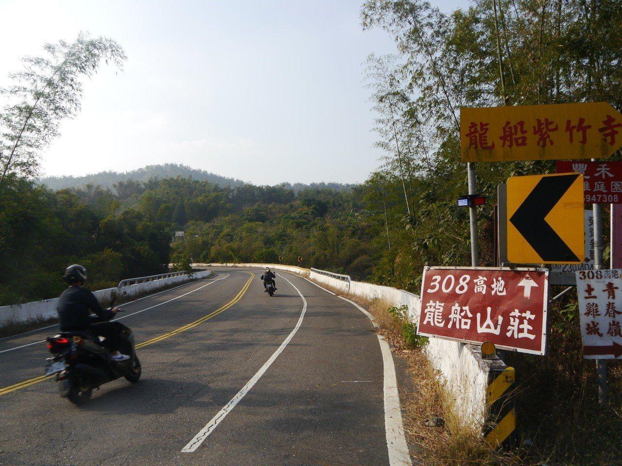 高182線道是高雄通往台南的重要道路,沿線彎道多,車禍頻傳。記者徐白櫻/攝影