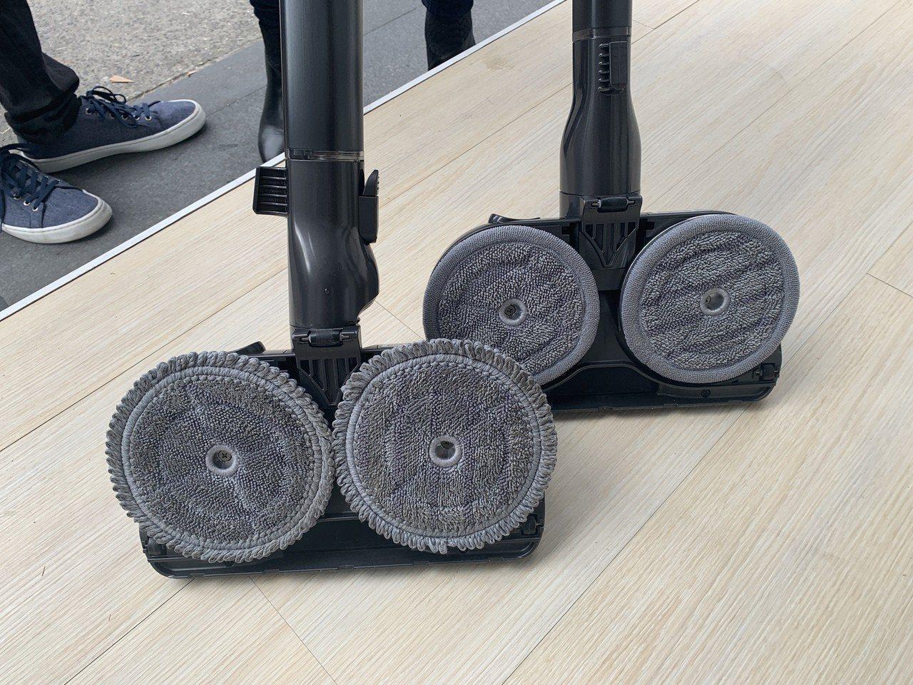 隨附兩款雙旋濕拖布墊,長滾邊款更適合清潔頑強污垢。可記者黃筱晴/攝影