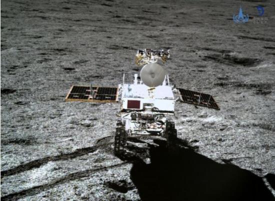 大陸「嫦娥四號」探測器成功在月背著陸。央視截圖