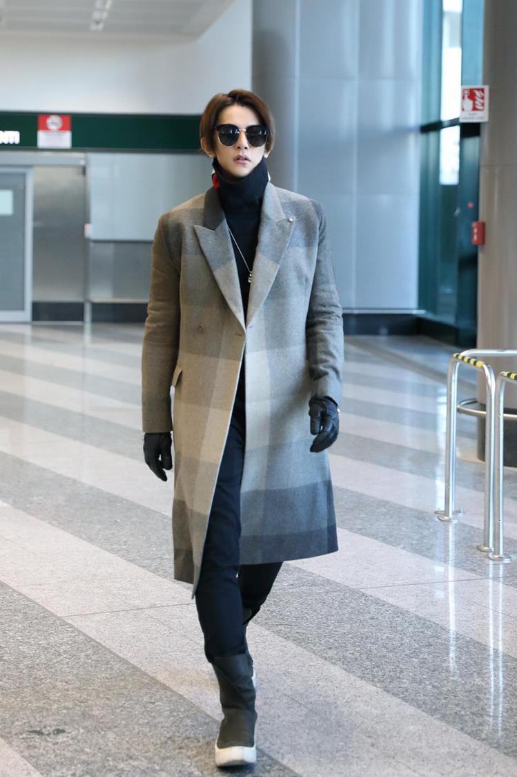 汪東城到米蘭看秀,機場時尚將走道當伸展台。圖/東藝提供