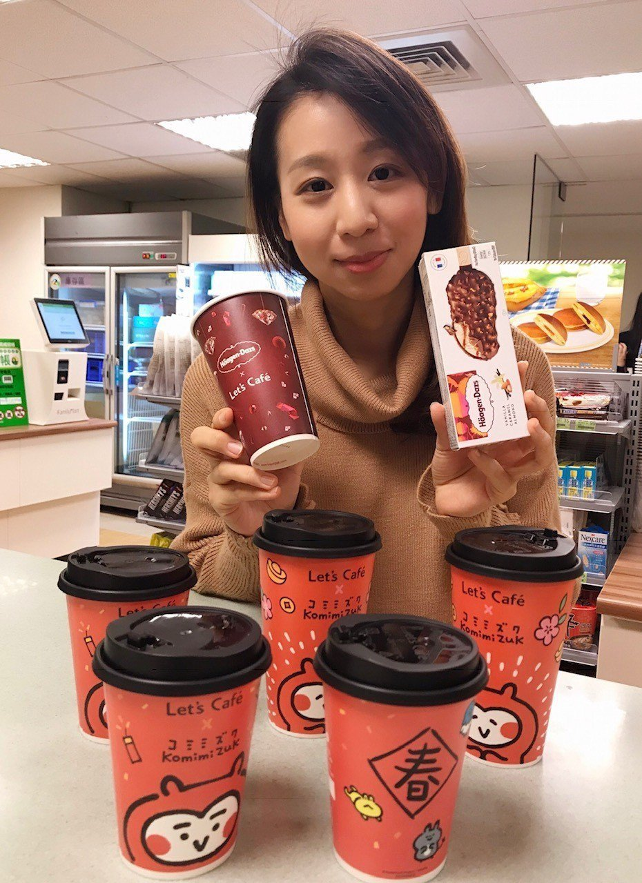 全家Let's Cafe與哈根達斯合作推出「巧雪可可」,並同步推出新年限定的卡娜...