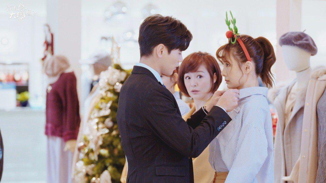 安心亞(右)與禾浩辰合作「你有念大學嗎?」。圖/台視提供