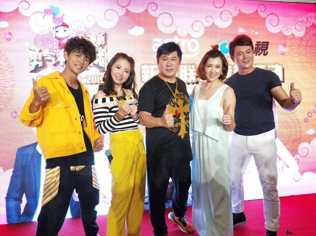 阿翔(左起)、謝忻、胡瓜、廖家儀和王燦在馬來西亞舉辦粉絲見面會。圖/民視提供