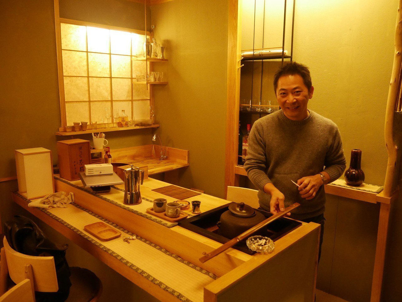 委託行內有一家日式咖啡,正在裝橫,預計下周開店。記者吳淑君/攝影