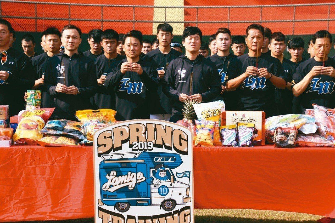 猿隊在嘉義縣棒球場展開新球季春訓。 記者葉姵妤/攝影