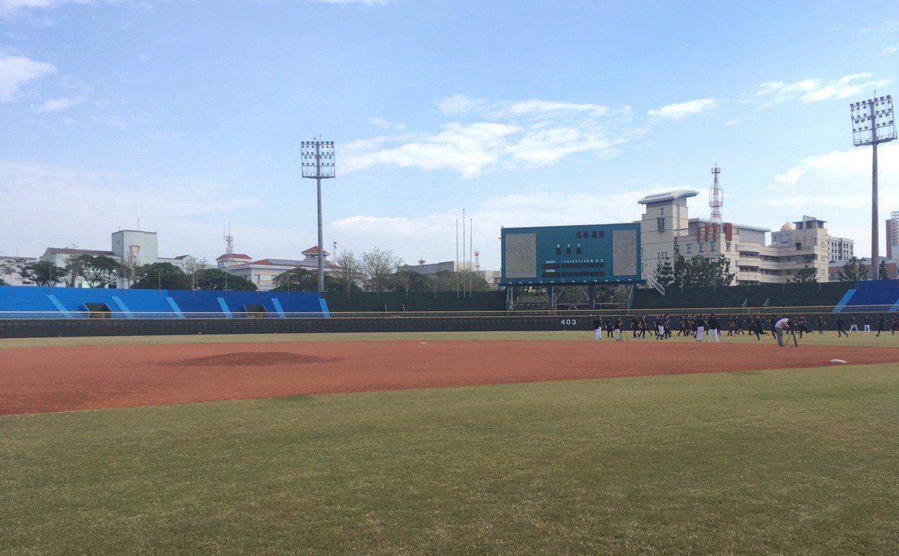 猿隊今年在嘉義縣棒球場進行春訓。 記者葉姵妤/攝影