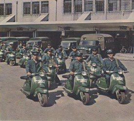 1965年郵差出發投遞的陣容。 圖/中華郵政提供