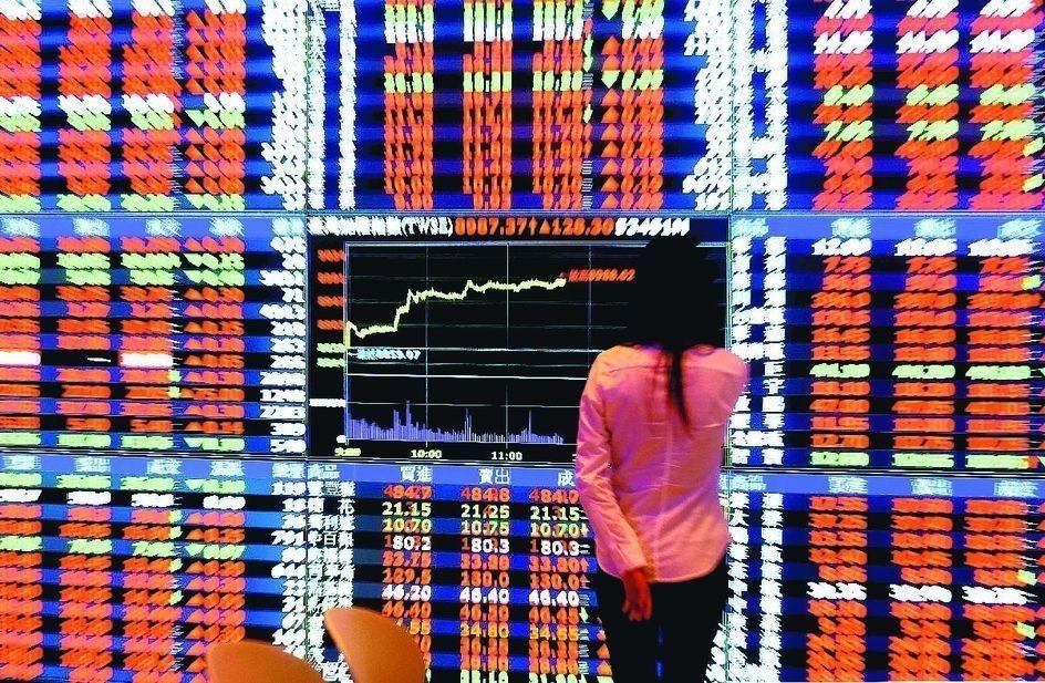 台股今天盤中再創今年以來高點9842點。 圖/聯合報系資料照片