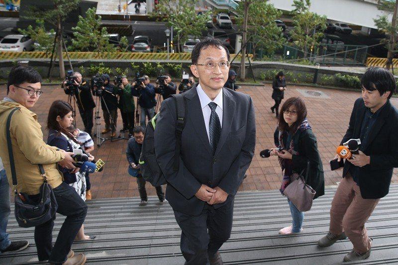 12月27日,台大電機系教授、台大校長參選人吳瑞北向法院聲請假處分,意圖阻擋管中...