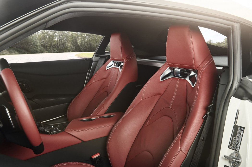 Supra內裝唯一沒有BMW影子的跑車座椅。 摘自Toyota