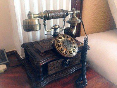 轉盤式電話雖然也不是太久以前的東西,但這一代的孩子已經完全沒有見過了。圖/pix...