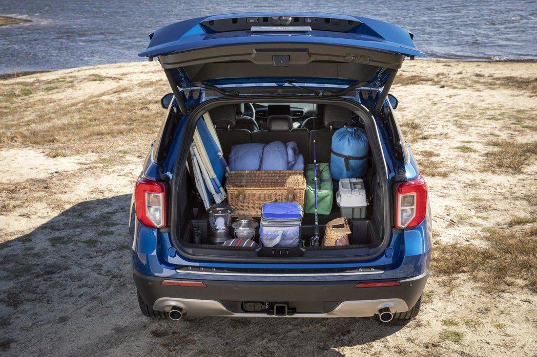 全新Ford Explorer Hybrid的行李箱空間並沒有受到電動馬達的影響...