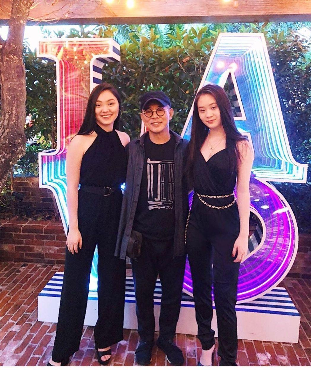 李連杰帶著兩女兒現身。圖/摘自微博