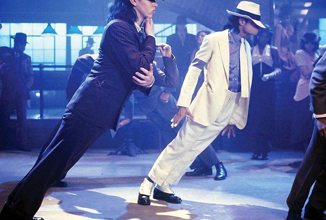 「外星戰將」中呈現麥可傑克森最著名的傾斜45度舞姿。圖/摘自imdb