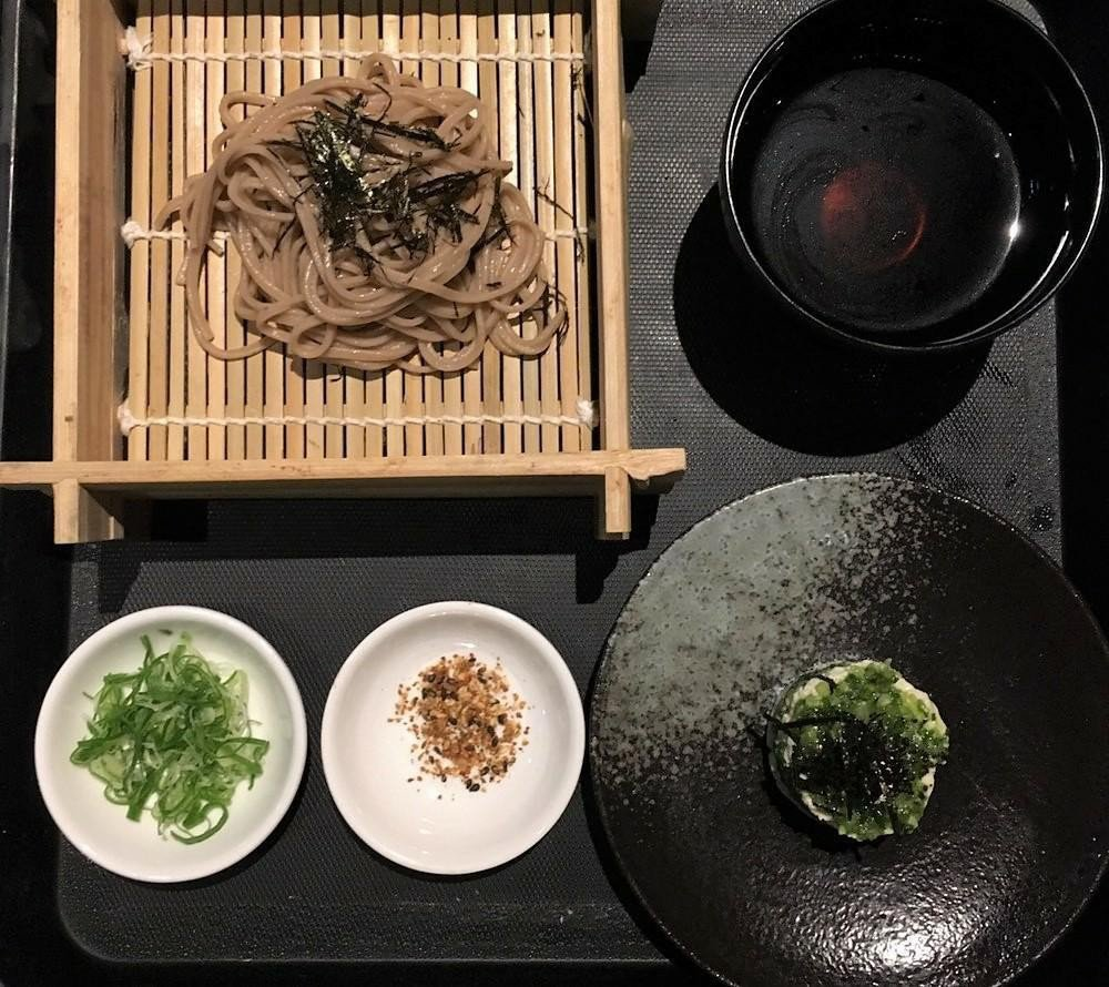 台泥研發出蝦紅素紅藻蕎麥麵。(照片提供/台泥)