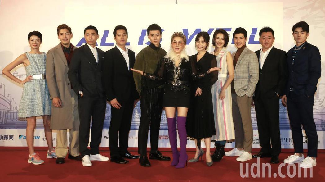 台灣、新加坡演員藍心湄(左六)、藍正龍(左四)、曾之喬(右五)、劉冠廷(左五)、...