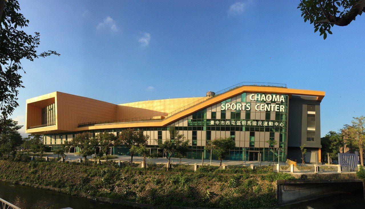 台中市爭取恢復東亞青運主辦權,賽事場館仍在準備中,羽球賽在朝馬國民運動中心舉行。...