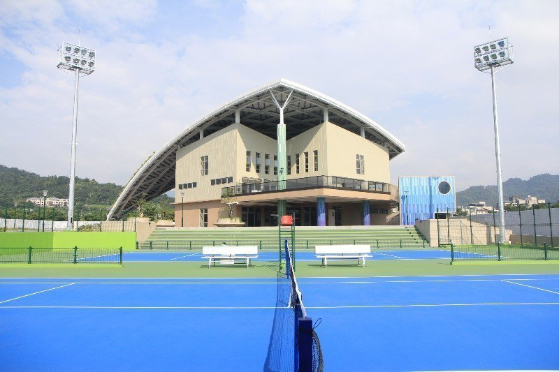 台中市爭取恢復東亞青運主辦權,賽事場館仍在準備中,圖為台中網球中心。圖/台中市運...