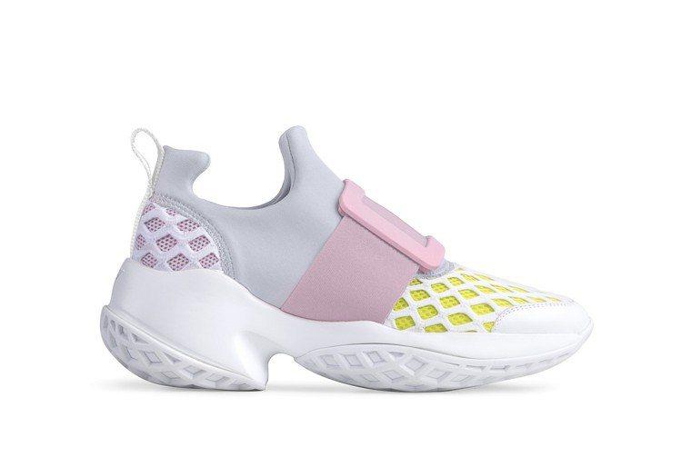 Roger Vivier Viv' Run粉色休閒鞋42,600元,另有台灣限定...
