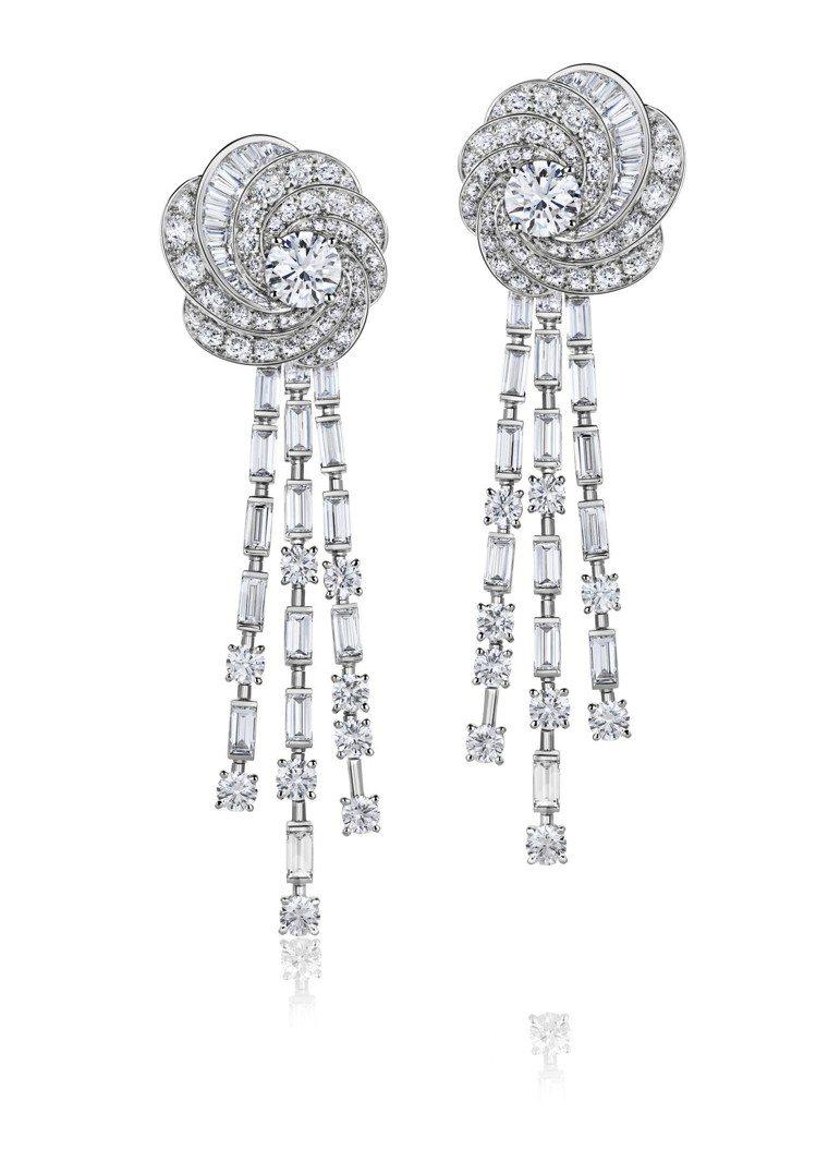 李冰冰配戴的De Beers Aria 高級珠寶鑽石耳環,18K白金鑲嵌鑽石總重...