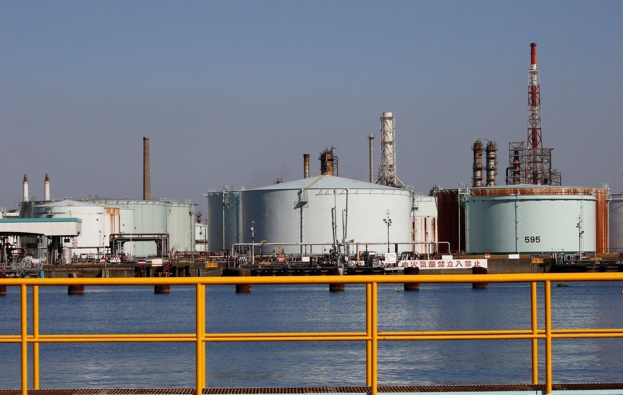 日本煉油業者JXTG能源公司位在橫濱的工廠。路透