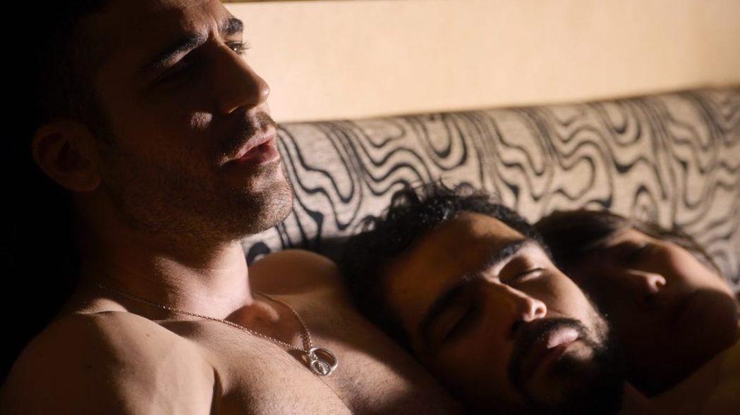 「超感8人組」連男男女女的床戲都不會刪剪。圖/摘自imdb