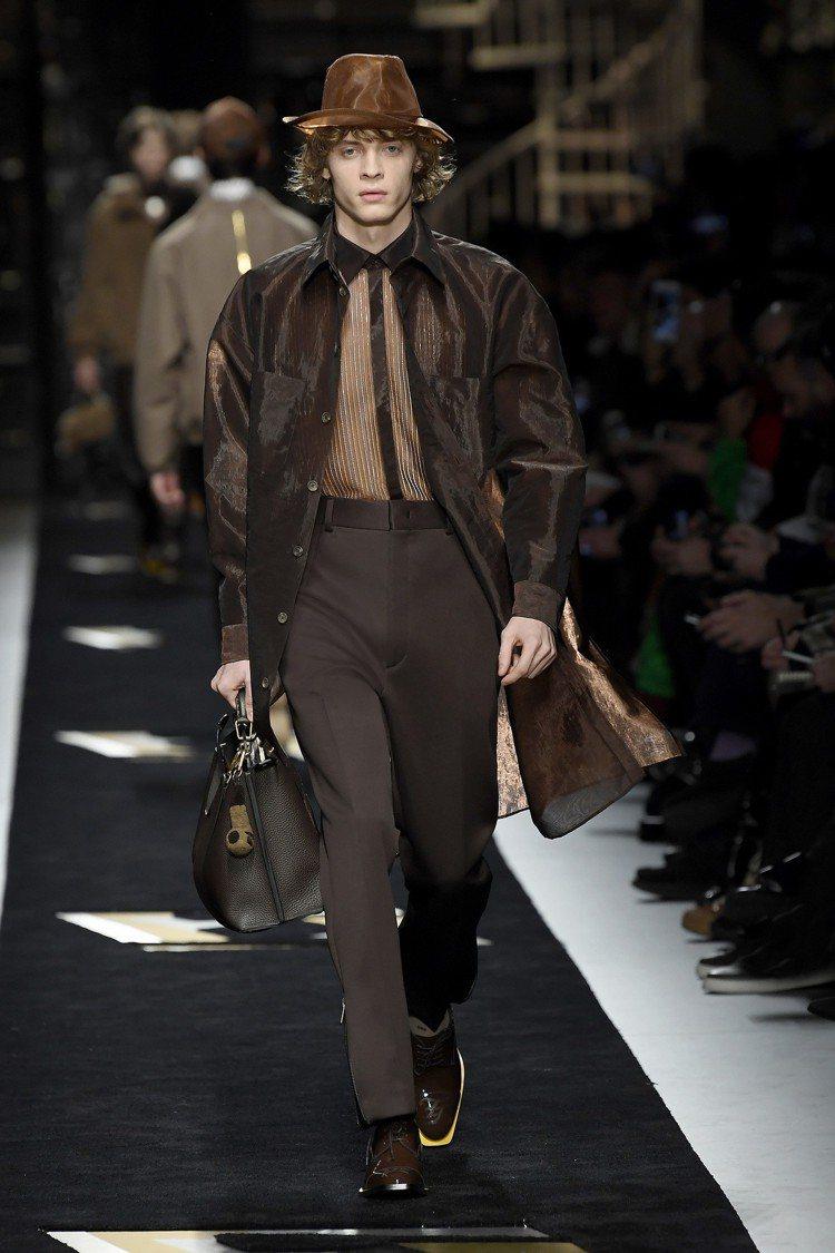 透明和透視為FENDI的秋冬男裝打造了自由流動的帥氣與俠氣。圖/FENDI提供